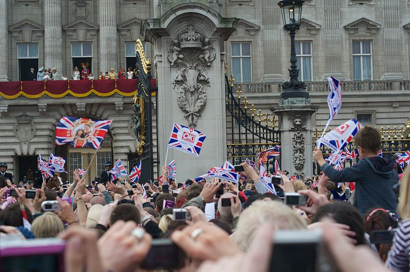 File:Wedding Prince William Balcony Buckingham Palace 2.jpg