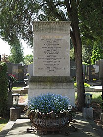 Weyr family grave, Vienna, 2018.jpg