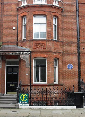 Oscar Wilde - No. 34 Tite Street, Chelsea, the Wilde family home from 1884 to his arrest in 1895. In Wilde's time this was No. 16 – the houses have been renumbered.