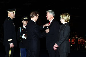 Department of Defense Medal for Distinguished Public Service - Image: William S. Cohen presents President Clinton the Department of Defense Medal for Distinguished Public Service