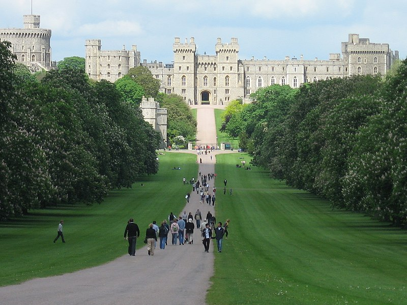 File:Windsor Castle-Long Walk.jpg