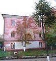 Yaroslavl Pink House and tree (4117443809).jpg