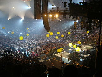 "Yellow (Coldplay song) - Coldplay performing ""Yellow"" in 2005"