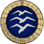 Badge: on a blue disc, silhouette of three white birds stacked in flight, the whole surrounded by a gold wreath