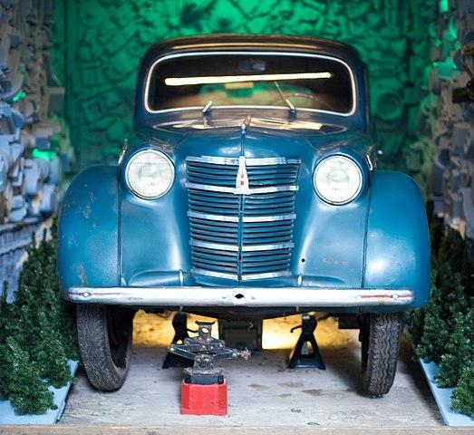 Автомобиль Пришвина, установленный в его Доме-музее