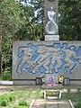 Братська могила радянських воїнів та пам'ятник воїнам-землякам 02.jpg