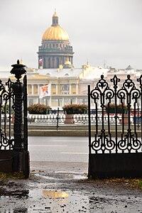Купол Исаакиевского Собора, вид из Румянцевского садика.jpg
