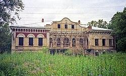 Усадьба Красное, фасад главного дома, 2001.jpg