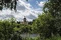 Церковь Воздвижения Креста Господня из зеленки.jpg
