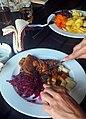 02017 0817 224705 Mittagessen, Sauerbraten, Kartoffelklöße, Ost-Beskiden.jpg