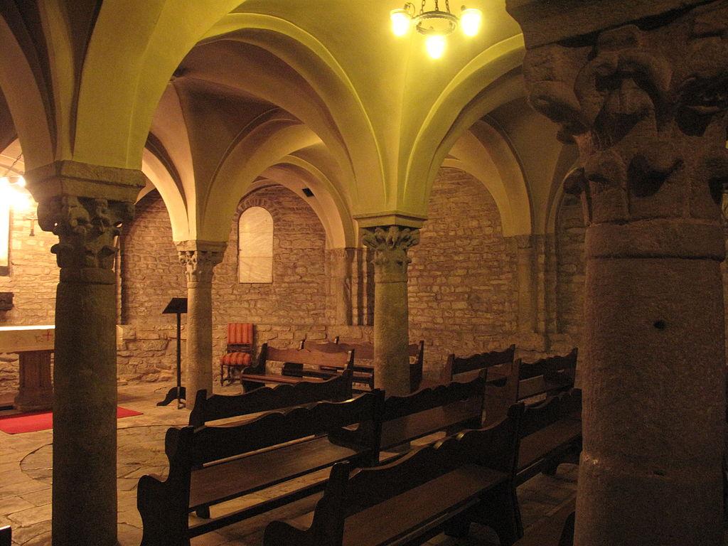 File:077 Catedral de Sant Pere, cripta romànica.jpg - Wikimedia Commons