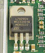 1&1 NetXXL powered by FRITZ! - STMicroelectronics L7924CV on mainboard-1835.jpg