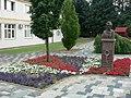 120705 Alsóörs központja Endrődi Sándor szobrával.jpg