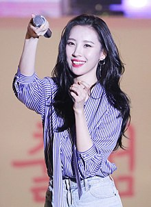 180328 Sunmi perfoming at Keimyung University (9) (cropped).jpg