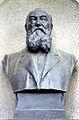 1825-1907 Albert Knoevenagel, Büste der Aktien-Gesellschaft Gladenbeck aus Berlin-Friedrichshagen, auf dem Stadtfriedhof Engesohde in Hannover.jpg