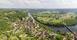 View of Castelnaud-la-Chapelle and its castle