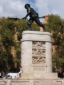 2010-09-19 Roma Monumento bersagliere con basamento.jpg