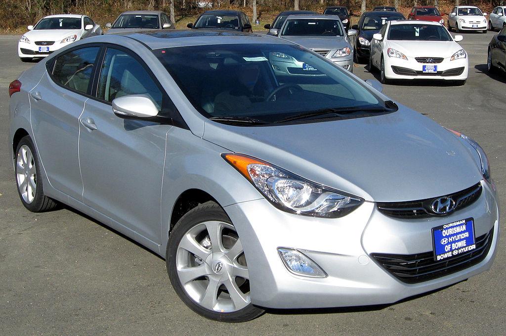 File:2011 Hyundai Elantra Limited -- 12-08-2010.jpg - Wikimedia ...