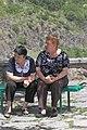 2014 Prowincja Kotajk, Garni, Ormiańskie kobiety siedzące na ławce.jpg