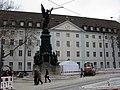 2017-12-13, Umbau des Verkehrsknotens am Siegesdenkmal in Freiburg, das wieder errichtete Siegesdenkmal vor der.jpg