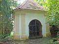 3. Kreuzwegkapelle Jesu - unter dem gefallenen Kreuz.JPG