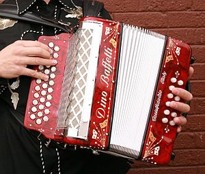 Diatonic button accordion - Three-row button accordion with 12 bass buttons