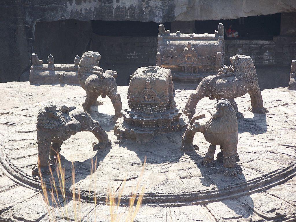 File 4 Lions Atop Ellora Caves Kailas Mandir India Jpg