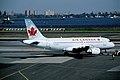434ab - Air Canada Airbus A319; C-GAQL@LGA; 10.10.2006 (5423956731).jpg