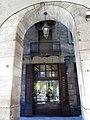 87 L'Herbolari del Rei, façana c. Heures, des de la pl. Reial.JPG