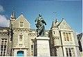 Aberdeen Grammar School, with Byron Statue. - geograph.org.uk - 115617.jpg