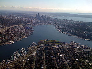 English: Lake Union, Seattle, viewed from the ...