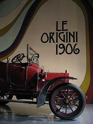 Alfa Romeo - A 1908 Darracq 8/10 HP assembled by Alfa Romeo's predecessor, Darracq Italiana.