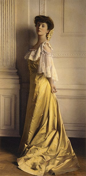 Alice Roosevelt Longworth - Hand-tinted photograph of Alice Roosevelt by Frances Benjamin Johnston, taken around her debut in 1903
