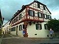 Alzey - Das Fachwerkhaus in der Schlossgasse wurde um 1579 erbaut - panoramio.jpg
