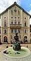 Am alten Rathaus der Brunnen mit der Knöpfleswäscherin.jpg