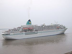 Amadea departing from Bremerhaven.jpg