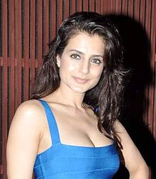 Ameesha Patel at Farah Khan 's store launch.jpg