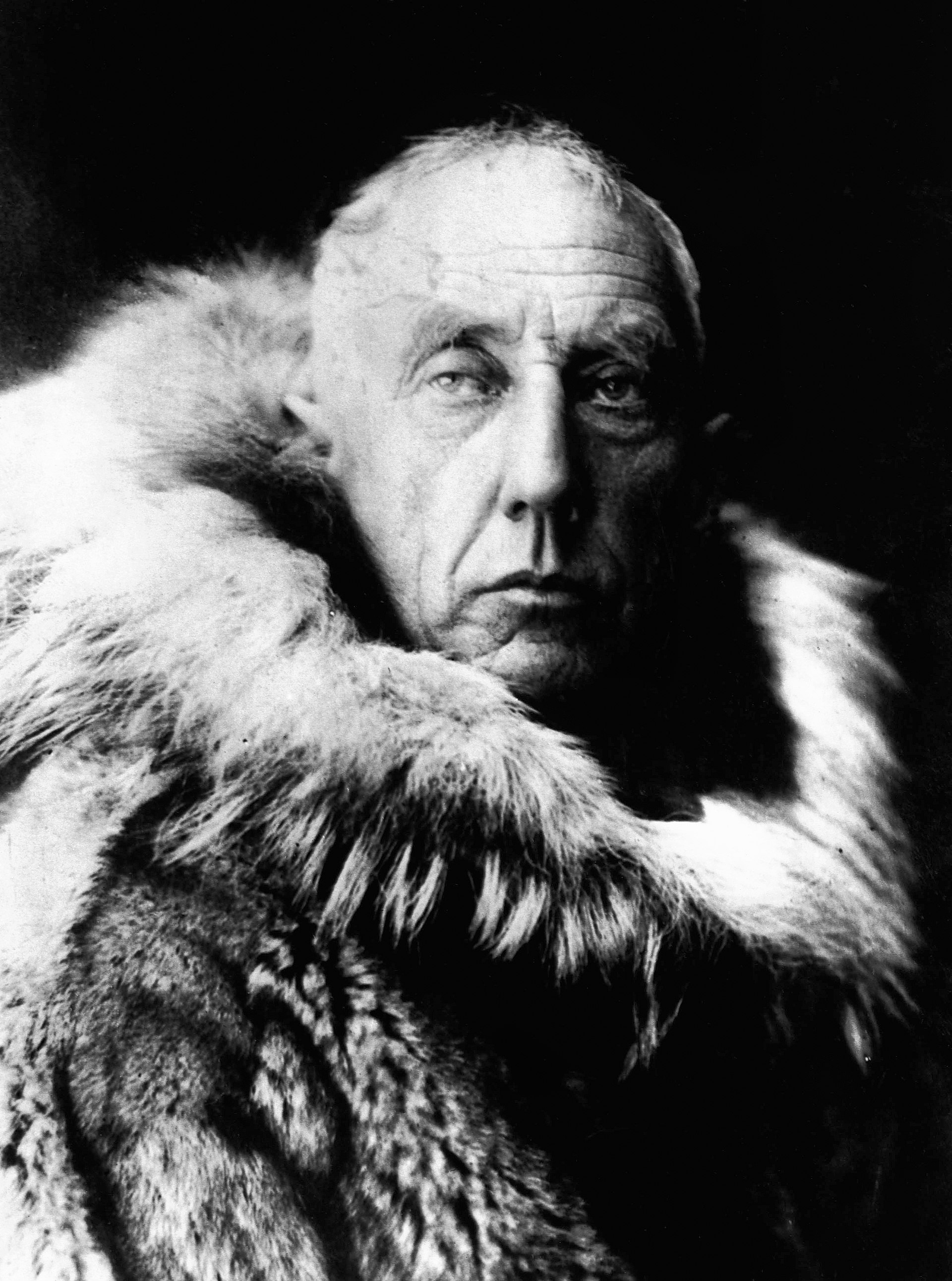 Amundsen's face in a black and white photo