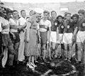 Argentina - Eva Perón en Campeonato de fútbol infantil.jpg