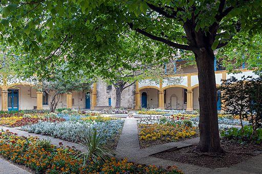 Arles Hotel Dieu garden