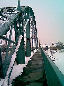Arpad bridge-sidewalk.jpg