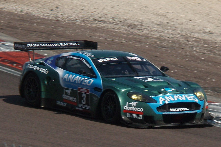 An Aston-Martin DBR9 during the 2007 FFSA Super Séries races in Dijon-Prenois.