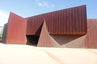 Australian Centre for Contemporary Art - Openings in the façade are kept to a minimum