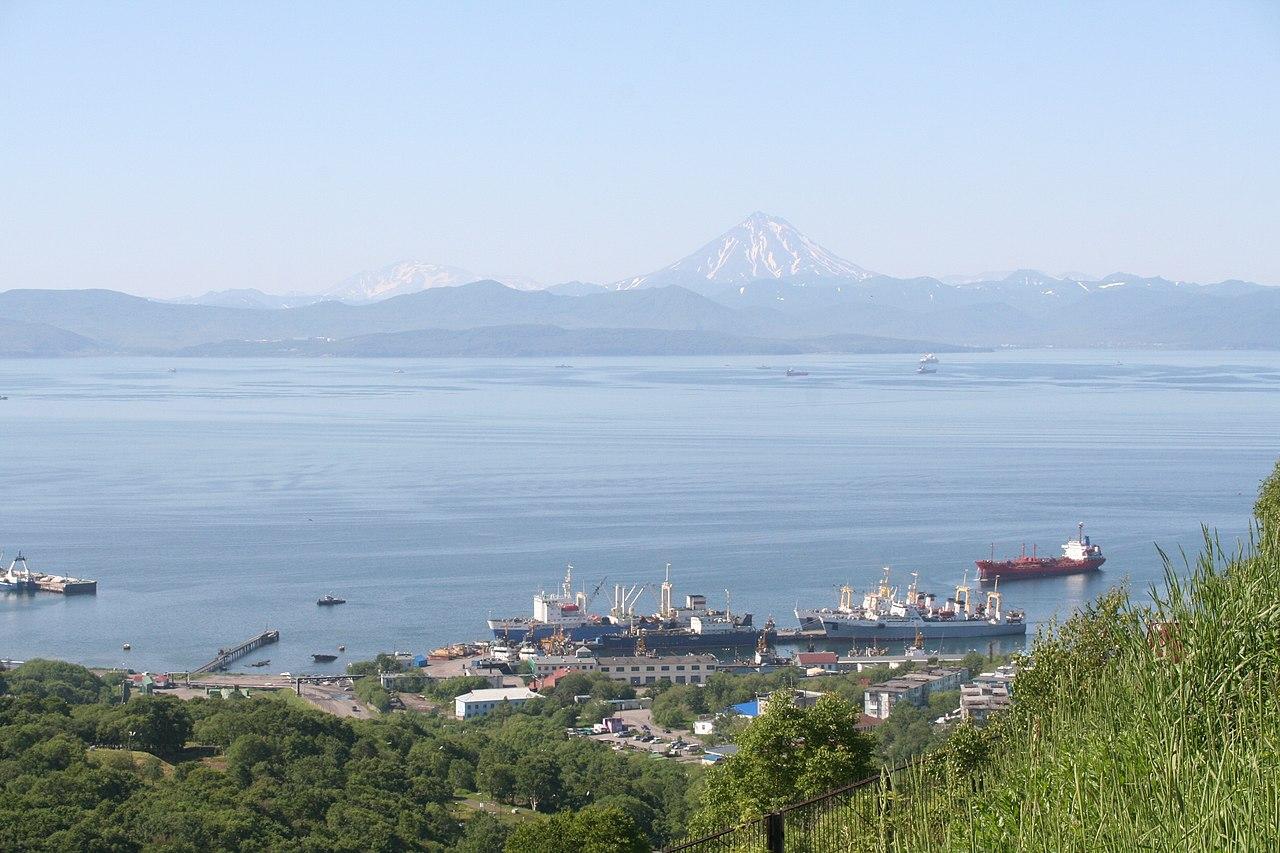 """Avachinskaya bay from hotel """"Geyser"""" - panoramio.jpg"""