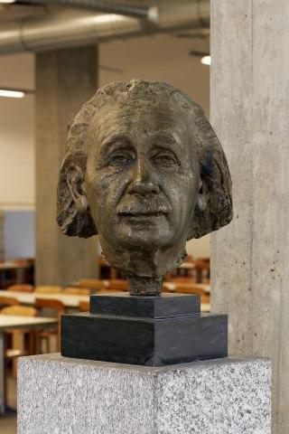 Бюст Эйнштейна в Цюрихе (1957)