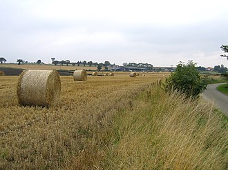 Aslackby and Laughton - Image: Bales of wheat straw, Laughton, Lincs geograph.org.uk 227505