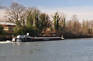 Barges on the river Seine in Rueil-Malmaison 001.JPG