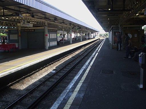 Barking station eastbound District look west