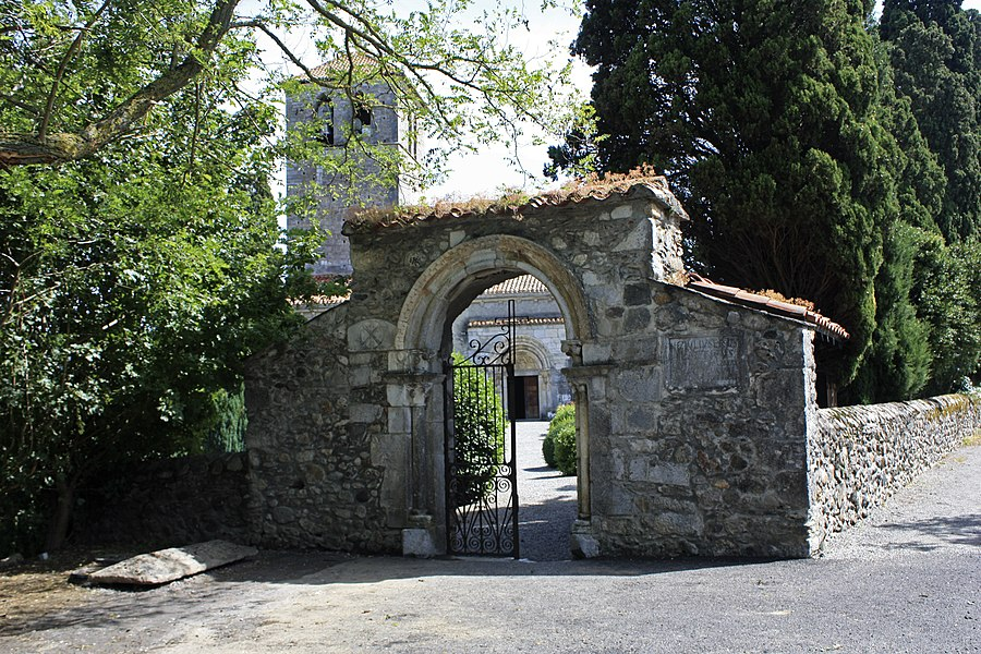 English:  Gateway to the churchyard, 13th century, Valcabrère, Haute-Garonne, France.