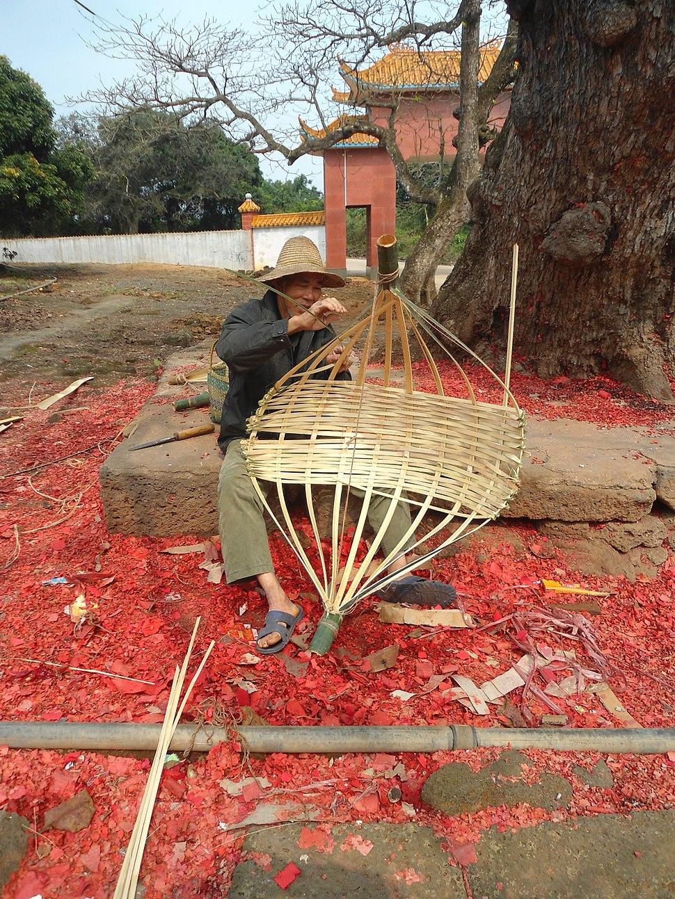 Basket making in Hainan - 02